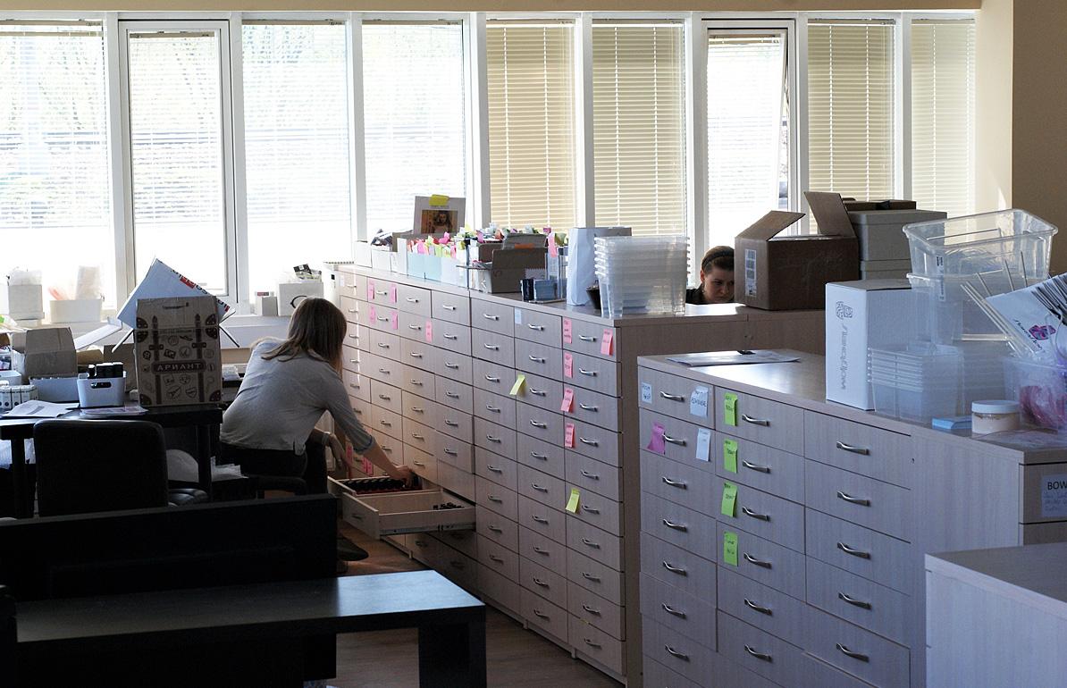 Подглянул в офис фото 210-246